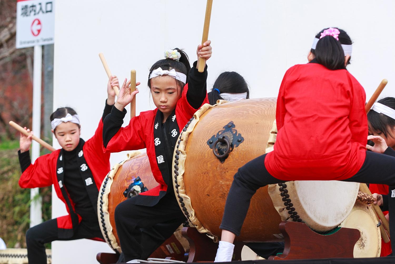 寺子屋和太鼓による奉納演奏